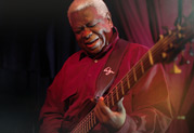 Abraham Laboriel Senior wählt StageSource L3t als Bass-Rig