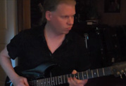 Jeff Loomis enregistre des sons sitar avec JTV-89